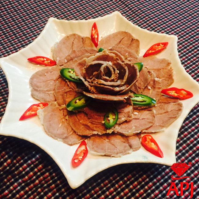 2. Bông hoa hồng đại đoá từ bắp bò luộc
