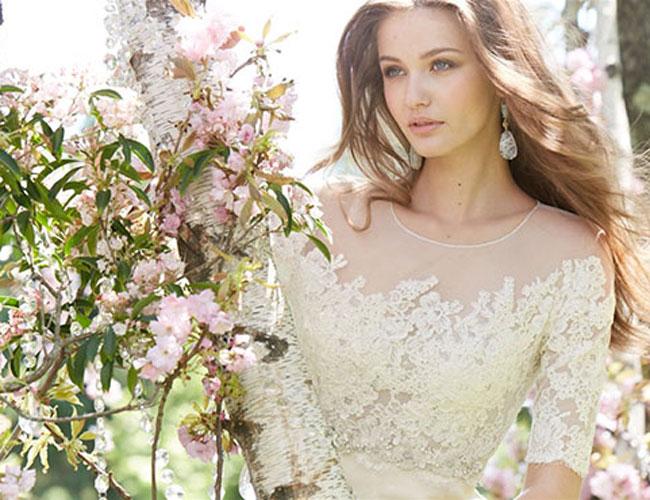 váy cưới cho cô dâu vòng một khiêm tốn