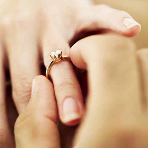 Nhãn cưới 1 viên kim cương