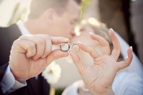 Dùng trang sức trong ngày cưới