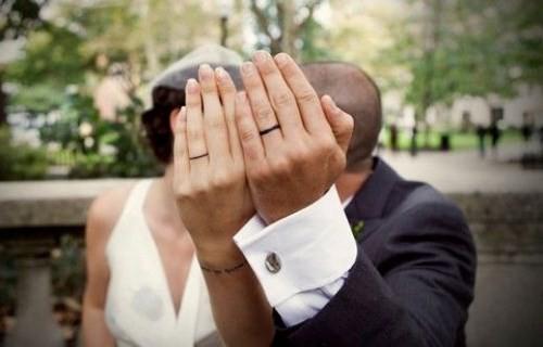 Nhẫn cưới xăm tên