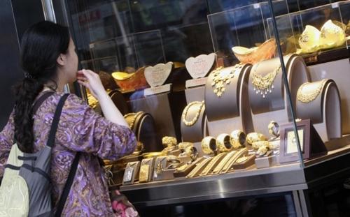 Giá vàng có tuần tăng mạnh nhất 4 tháng