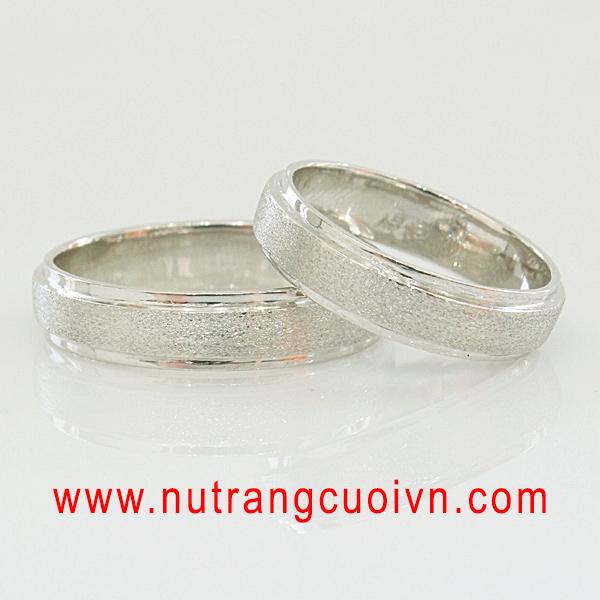 Phân biệt nhẫn cưới bạch kim và nhẫn cưới vàng trắng