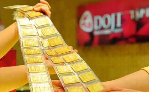 Giá vàng lại xuống đáy trong phiên cuối tuần