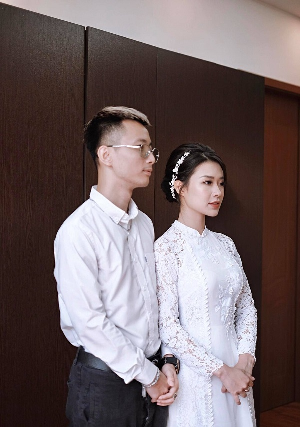 Lộ Tin  Rhymastic – chủ nhân hit Yêu 5 tổ chức lễ đính hôn với bạn gái xinh đẹp.