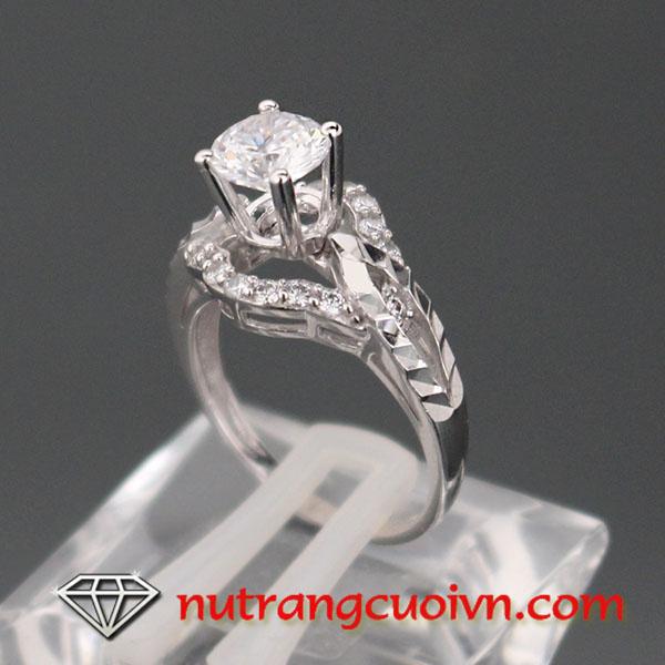Mách bạn cách chọn mua nhẫn đính hôn đẹp và không thể chối từ