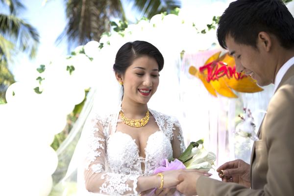 Nên chọn mua nhẫn cưới vàng trắng hay vàng tây