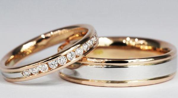 4 lưu ý khi kết hợp nhẫn cưới khác nhau dành cho các cô dâu chú rể
