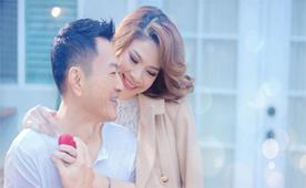 Búp bê Thanh Thảo bất ngờ thông báo mang thai tháng thứ 8
