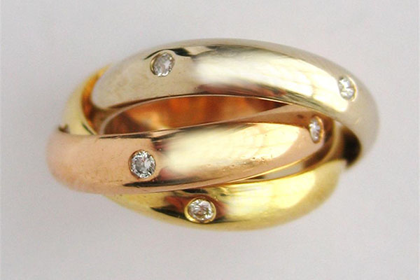 Nhẫn cưới ba ngôi đẹp và độc theo phong cách Nga