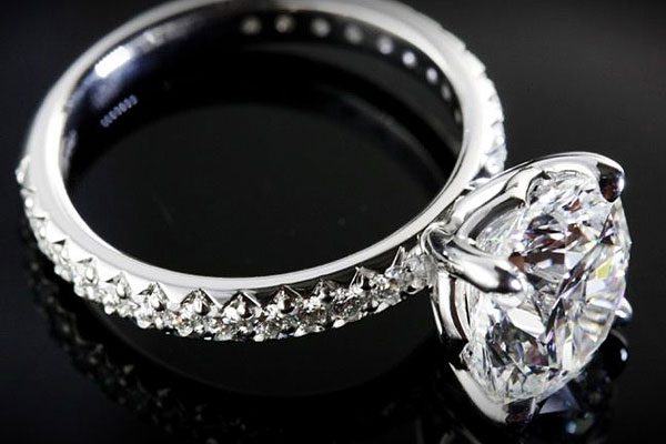 6 quy tắc mua nhẫn đính hôn các cô dâu cần biết