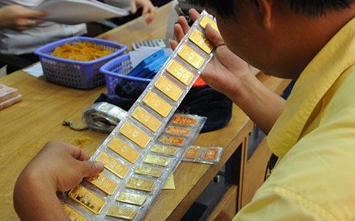 Tỷ giá hạ nhiệt, vàng SJC giảm nhẹ