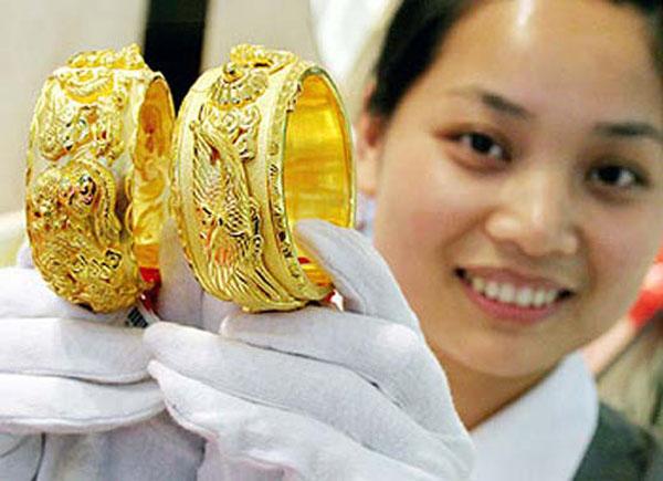 Vàng trong nước giảm cùng thế giới
