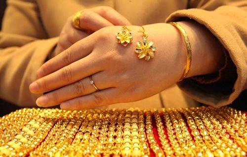 Trung quốc hạ lãi suất, giới đầu tư ồ ạt mua vàng