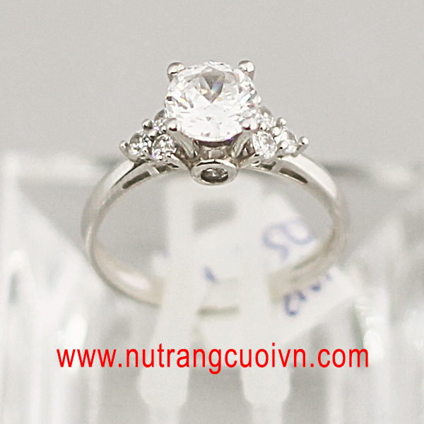 Kim cương nhân tạo là gì? Vì sao giá trang sức kim cương nhân tạo rẻ?