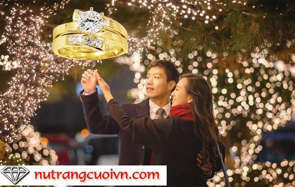 10 mẫu nhẫn đính hôn hot nhất mùa giáng sinh