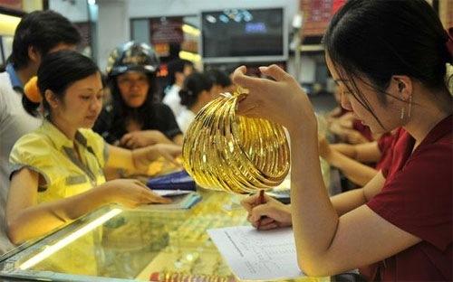 Giá vàng tiếp tục dò đáy