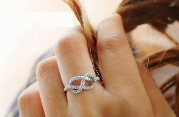 Chọn nhẫn cưới biểu tượng vô cực cho hôn nhân trường tồn, bền vững