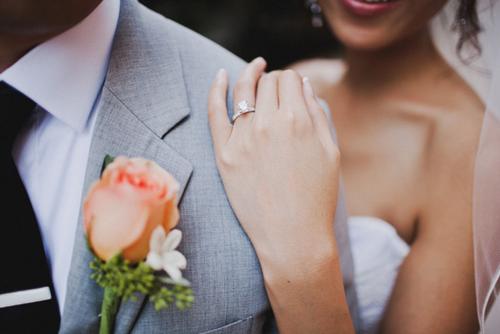 Nhẫn cưới - trang sức tuyệt đẹp trên đôi tay người phụ nữ